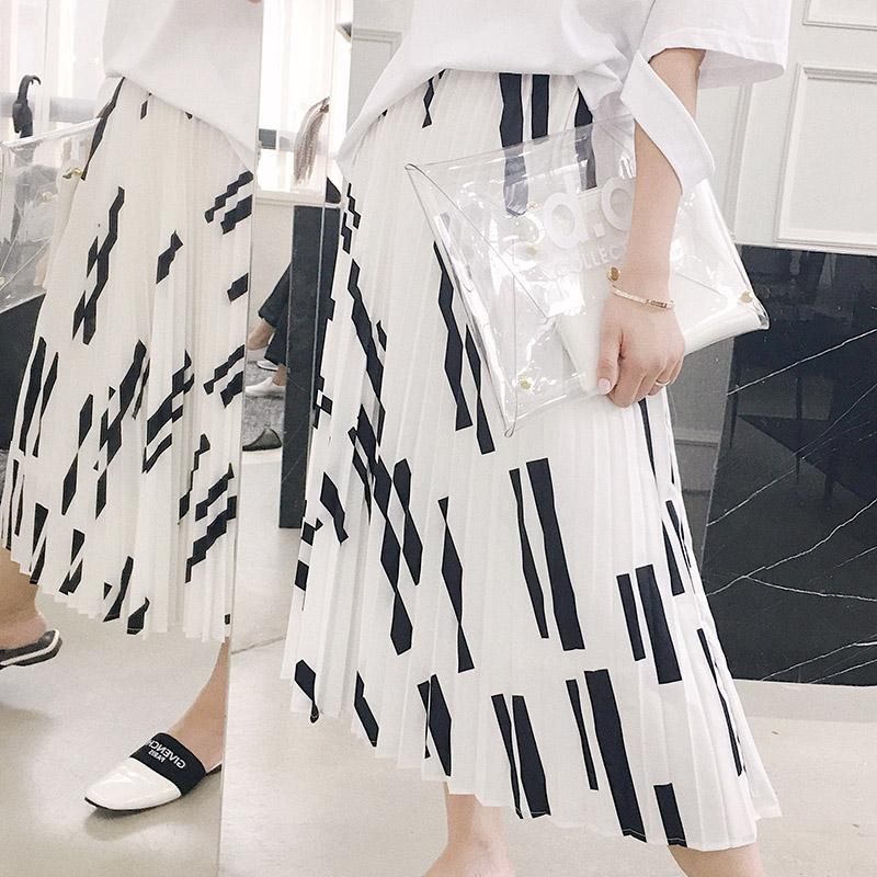 MISS RUILI『黑白淑女裙』中长飘逸黑格百褶半身裙CUD62008