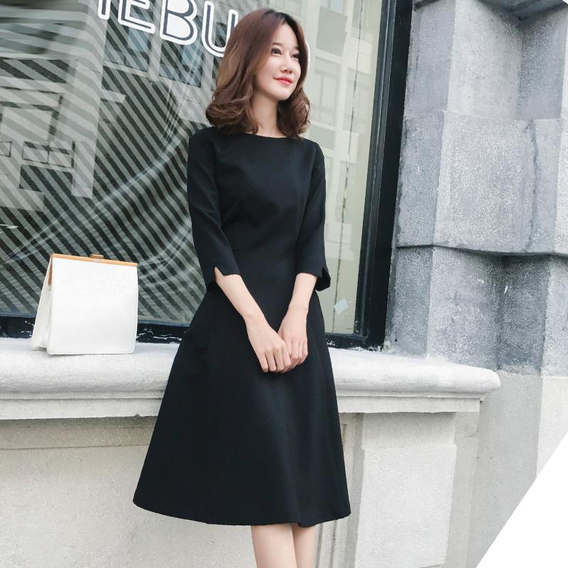 秋季赫本风连衣裙女法式小香风新款黑色中长裙中袖收腰显瘦小黑裙
