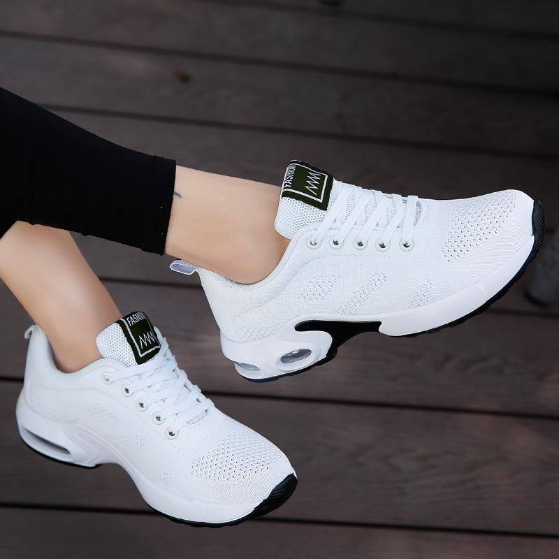 白色鬼步舞鞋男女广场跳舞鞋软底健身鞋新款中跟曳步舞蹈鞋跳操鞋