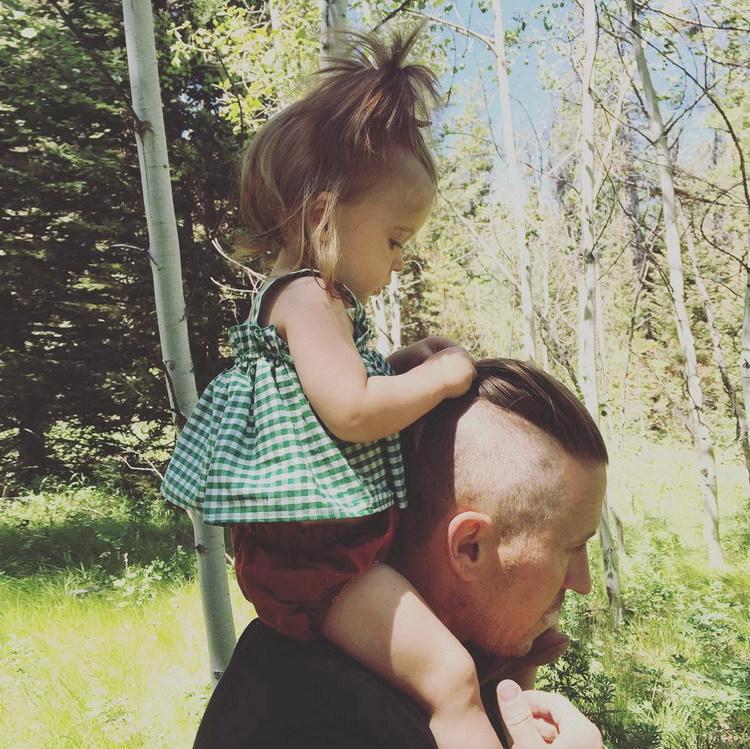 婴儿套装纯棉女宝宝吊带格子上衣服女童裙子夏季薄款0-1-2岁6个月