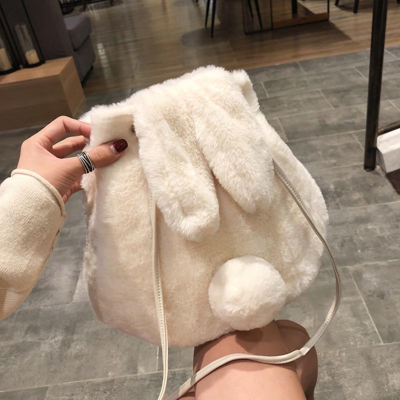 小包包女2019新款秋冬潮韩版单肩少女可爱毛绒兔子水桶斜挎包