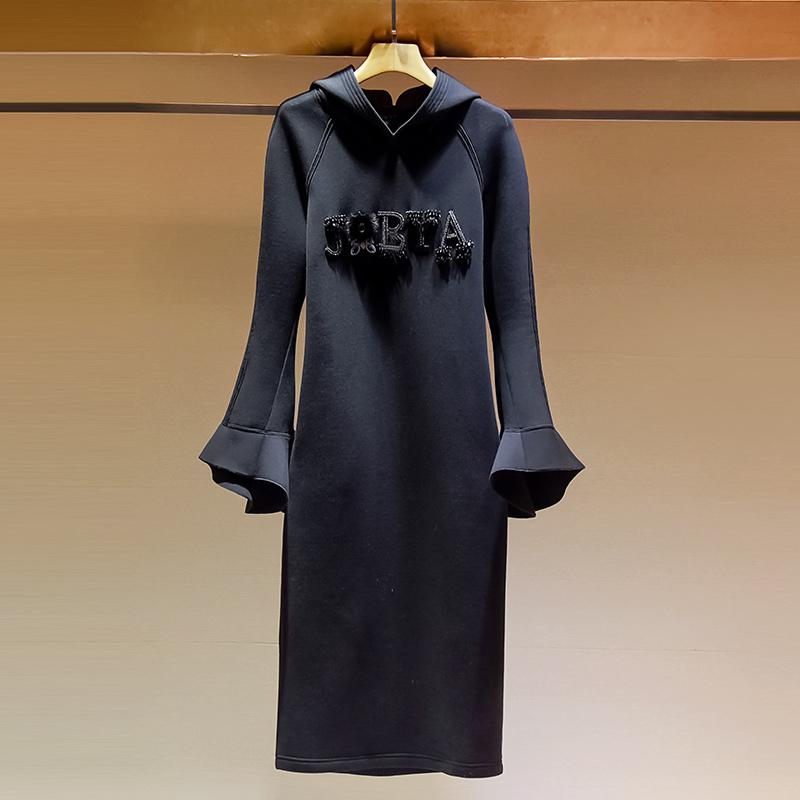 2019年秋款女装连帽卫衣裙气质喇叭袖重工钉珠中长款过膝连衣裙