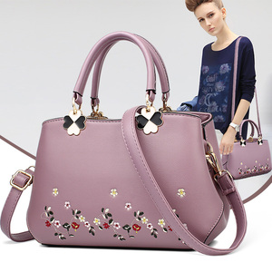 Women's bags 2019 new fashion middle-aged women's bags mom bags embroidered handbags wild shoulder messenger bag tide