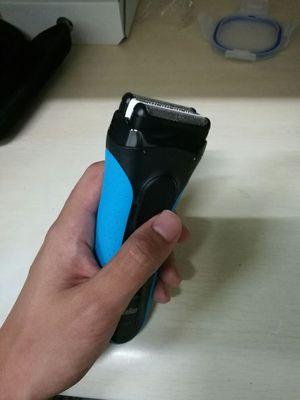 使用评价:德国博朗男士电动剃须刀3系列3010s充电往复式水洗刮胡须刀感受
