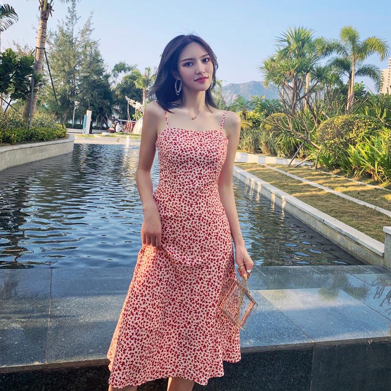 2019夏季新款泰国海边度假沙滩裙红色显瘦复古小碎花吊带连衣裙女