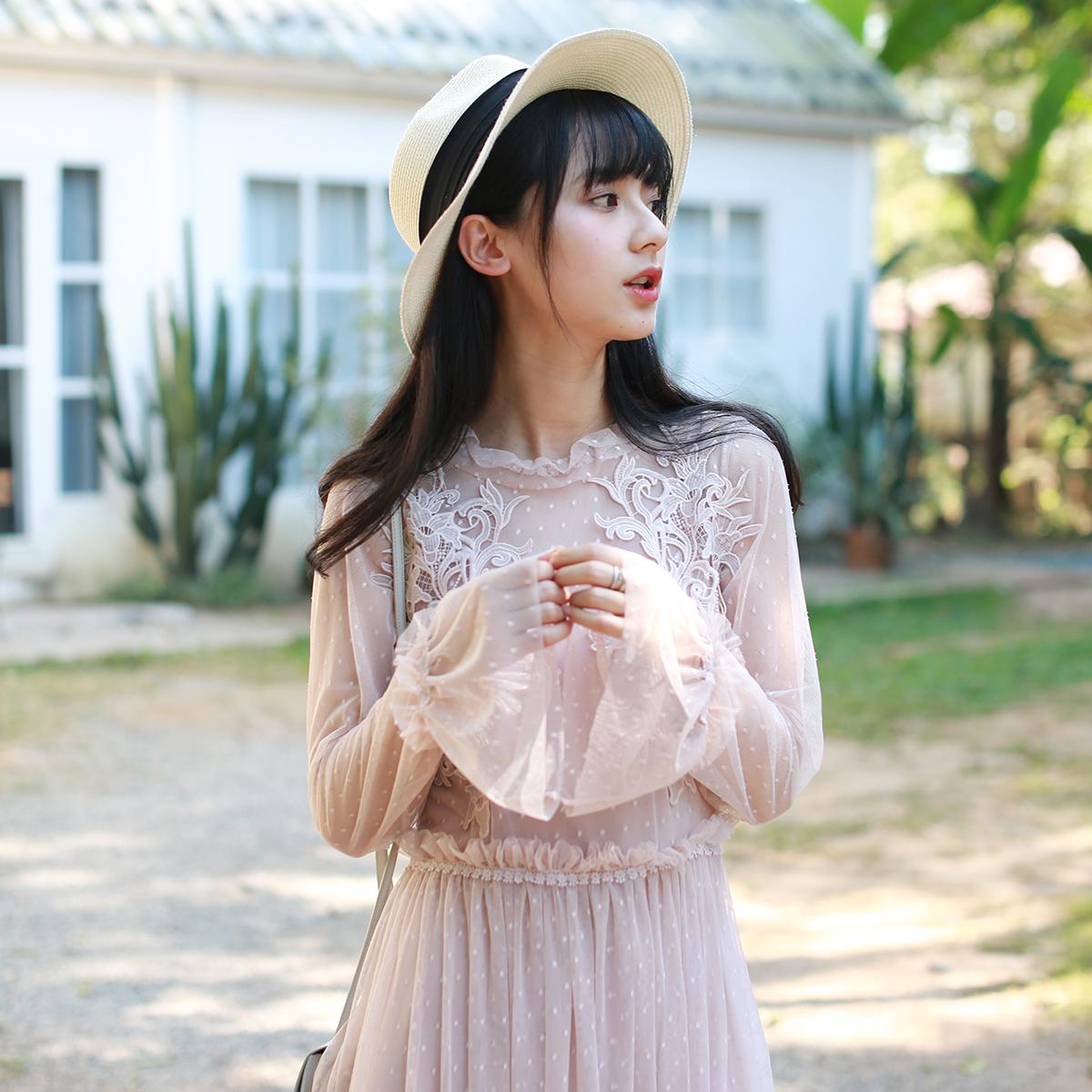小镇姗姗 爱丽丝旋律 女神的新衣重工镂花蕾丝雪纺荷叶长袖连衣裙
