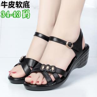 夏季凉鞋女 真皮时尚女凉鞋 女式坡跟妈妈鞋防水台特大码女鞋透气
