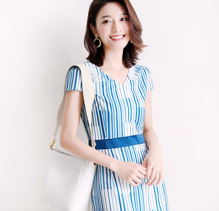 美到冒泡  夏日冰激凌色蓝白竖兰条一分袖立体剪裁收腰连衣裙