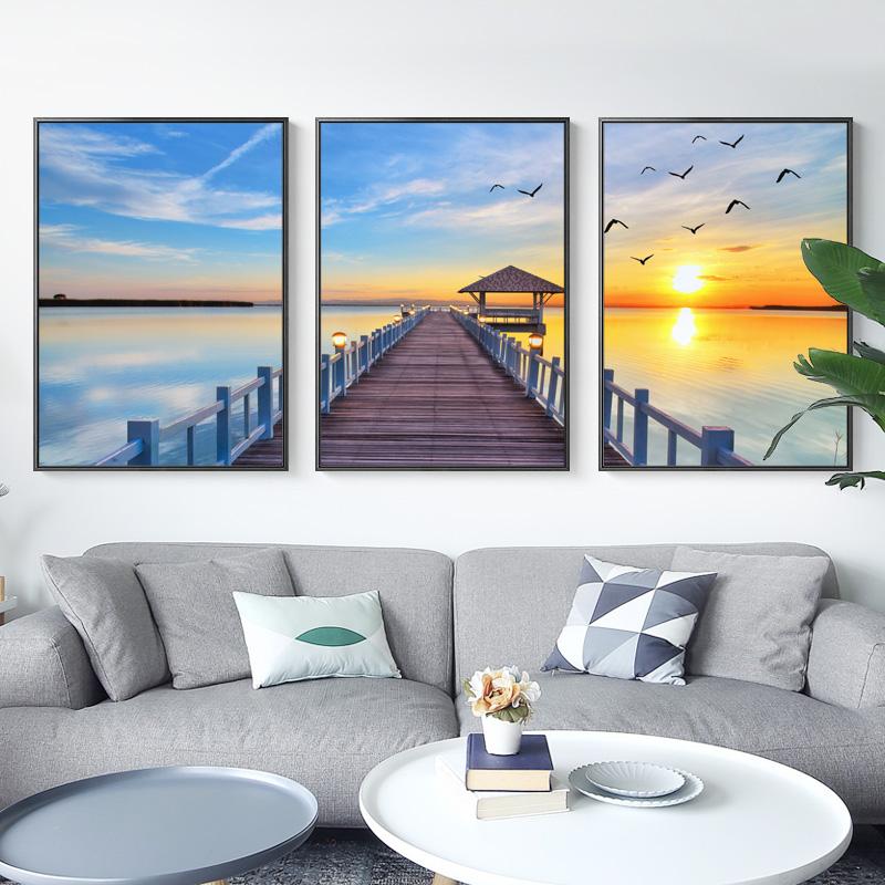 现代 简约 海景 客厅 装饰画 大气 日出 三联画 沙发 背景 后面 风景 大海
