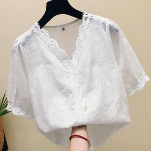 白色蕾丝上衣女夏装2018新款韩版漏锁骨V领镂空洋气雪纺短袖小衫