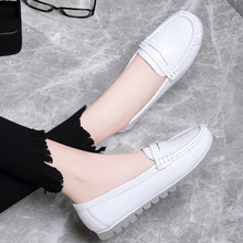 Nurse's shoes women's spring flat shoes 2020 new leather white non slip soft bottom hospital comfortable and breathable Doudou shoes