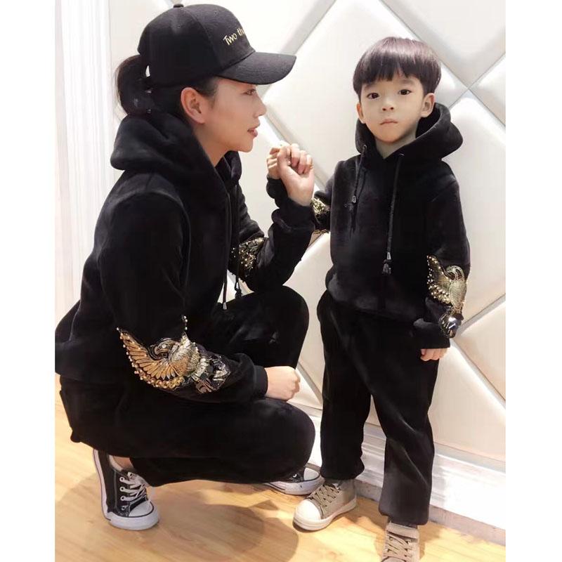 韩国天鹅绒新款冬季加绒加厚修身一家三口刺绣连帽卫衣运动套装