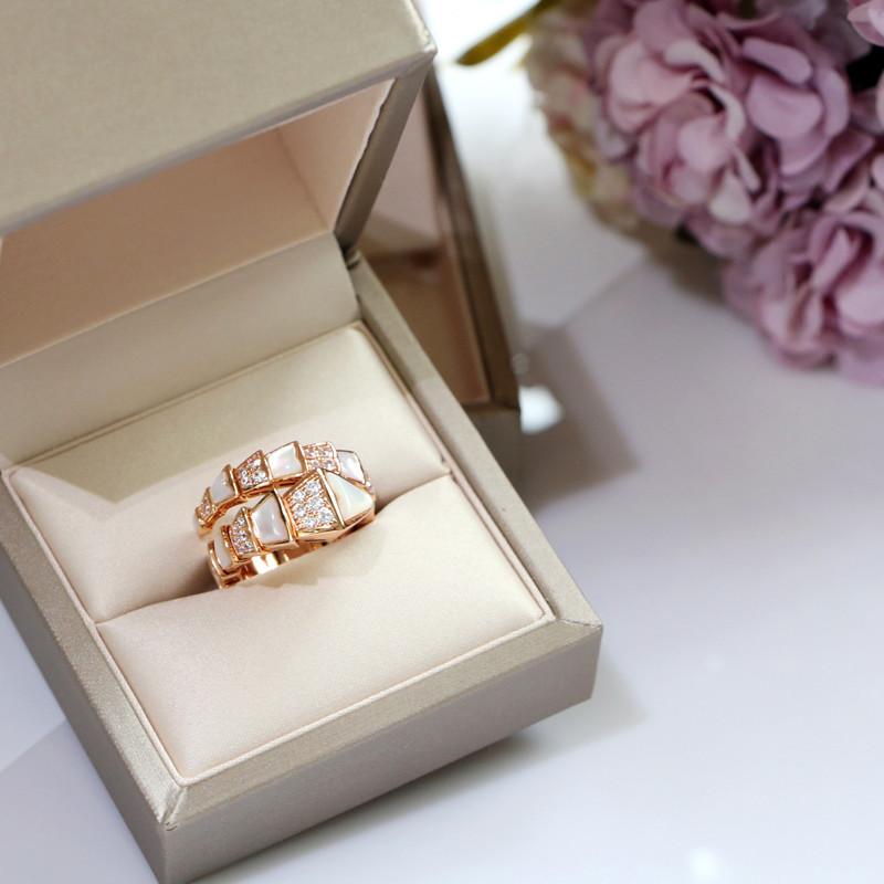精工~蛇戒指V金镶高碳钻天然白贝母玫瑰金色蛇形戒指食指指环男女