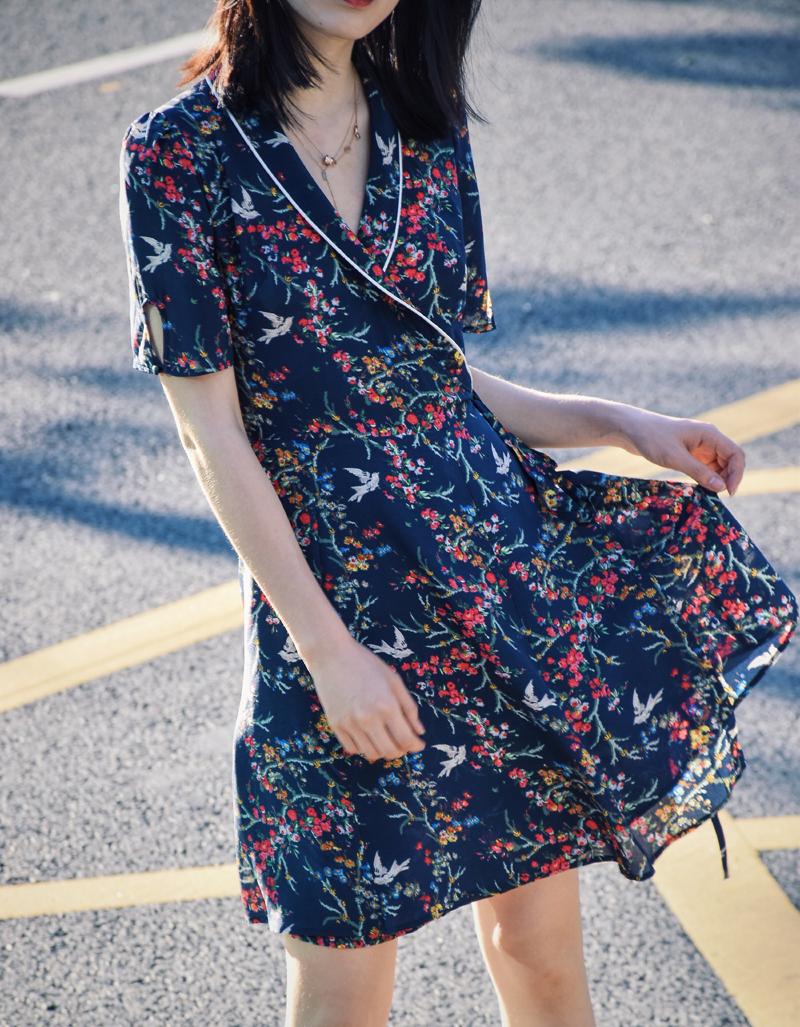 随意的时髦感 2018夏季新款围裹式裙子睡袍真丝连衣裙女夏Q2120