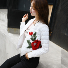 女短款时尚白色轻hu5棉衣20ng冬新款修身刺绣棉服外套潮