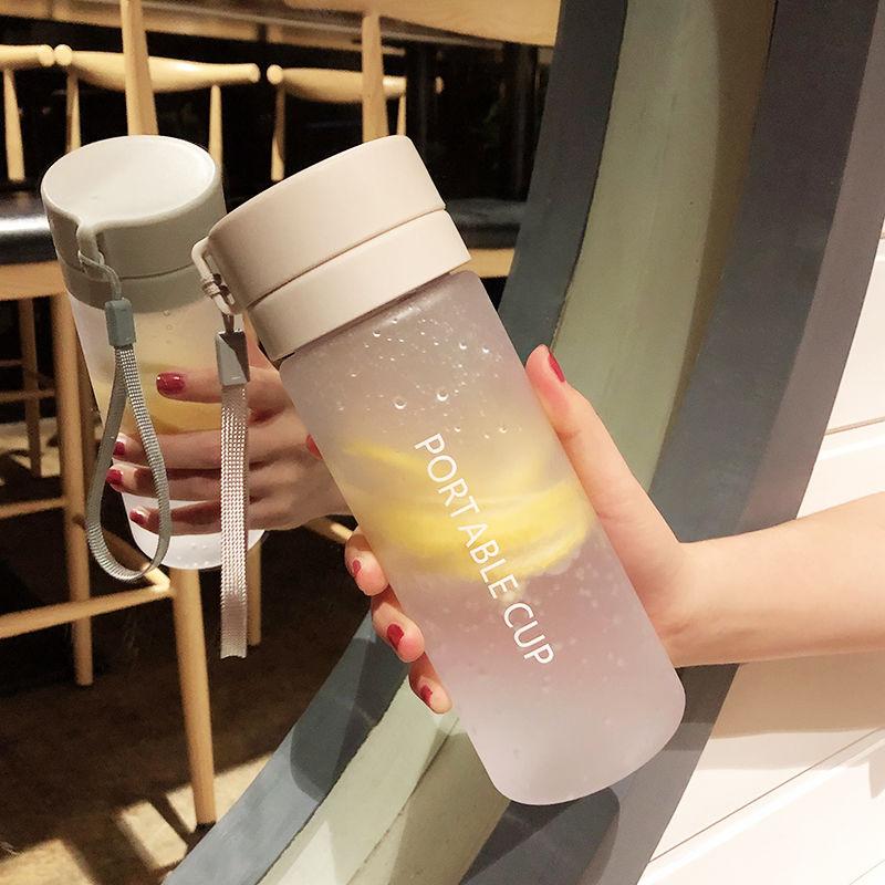 大容量运动水杯子塑料夏天太空男女学生便携简约清新森系防摔水瓶