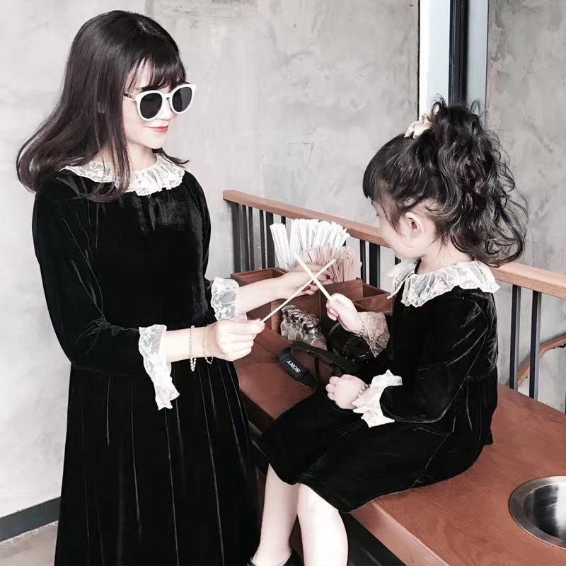 秋冬季走秀款赫本黑白亲子蕾丝连衣裙复古丝绒儿童气质小黑礼服裙