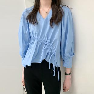 金大班复古气质设计感褶皱V领蓝色衬衫女上衣2021春季新款怀中