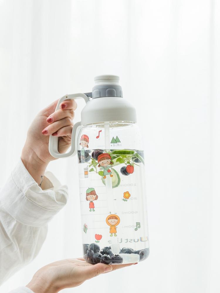 大容量便携水瓶带刻度大人运动吸管水杯户外杯子超大健身大号水壶