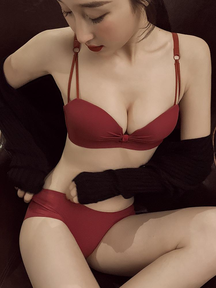 内衣女无钢圈薄款小胸聚拢简约胸罩性感低心位本命年红色文胸套装