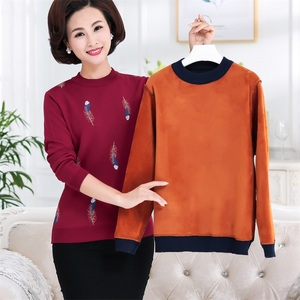 2019 new middle-aged and elderly women's winter clothing plus velvet sweater 40 years old 50 middle-aged mother thick bottoming shirt warm clothes