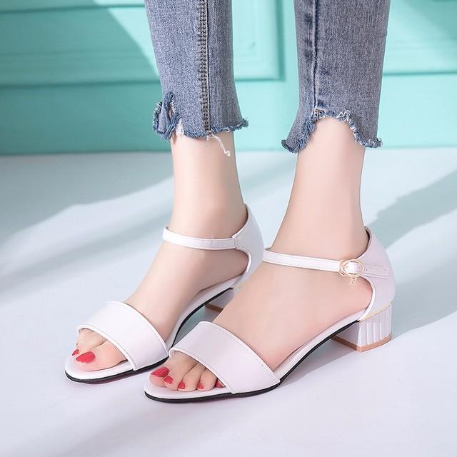 2018夏季新款韩版时尚低跟露趾粗跟凉鞋女一字扣带休闲粗跟凉鞋女