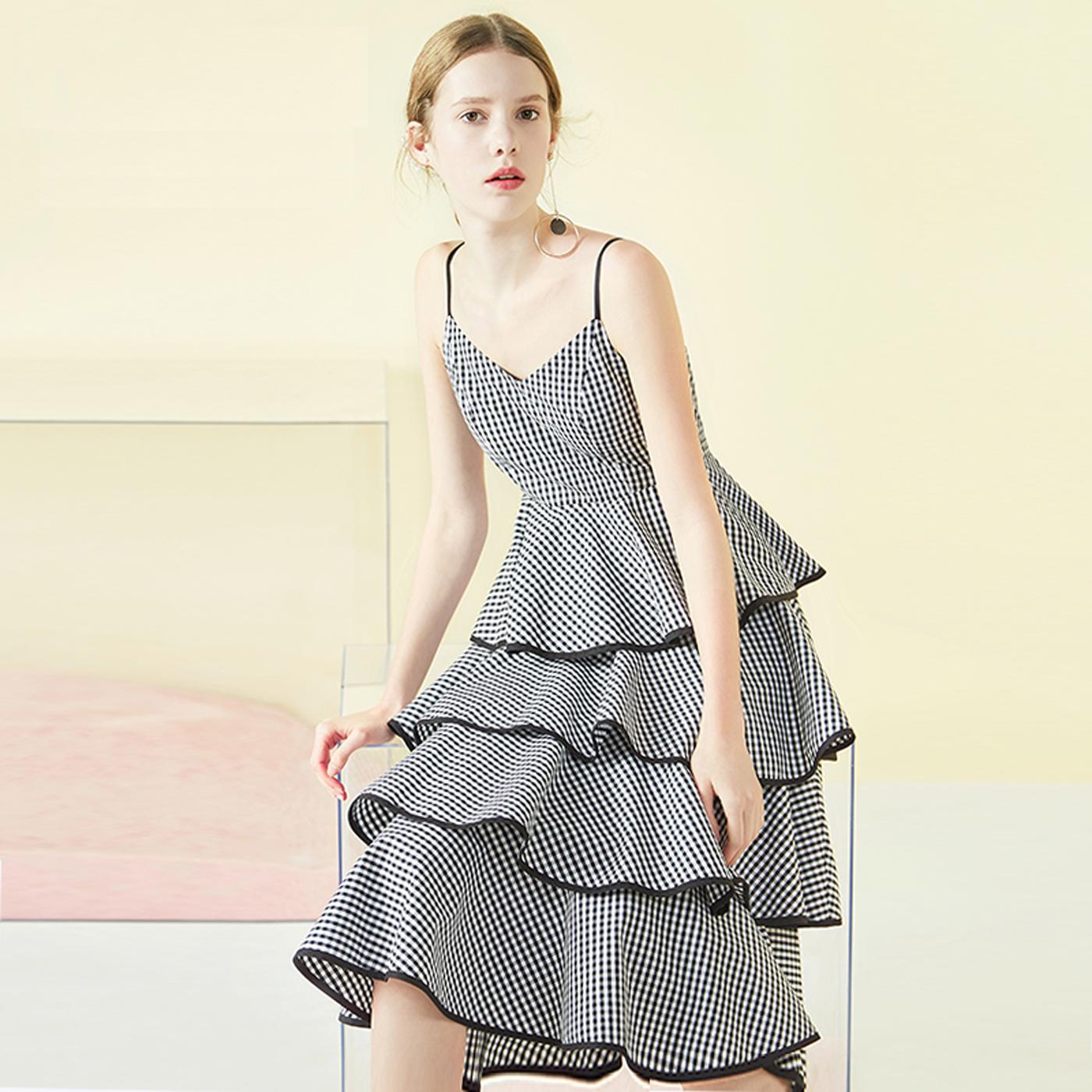 糖力2018夏季新款连衣裙女中长款荷叶边格子裙无袖露背时尚吊带裙