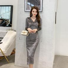 2020秋冬新款女裙子 气质v领格子长裙修身显瘦长袖紧身包臀连衣裙
