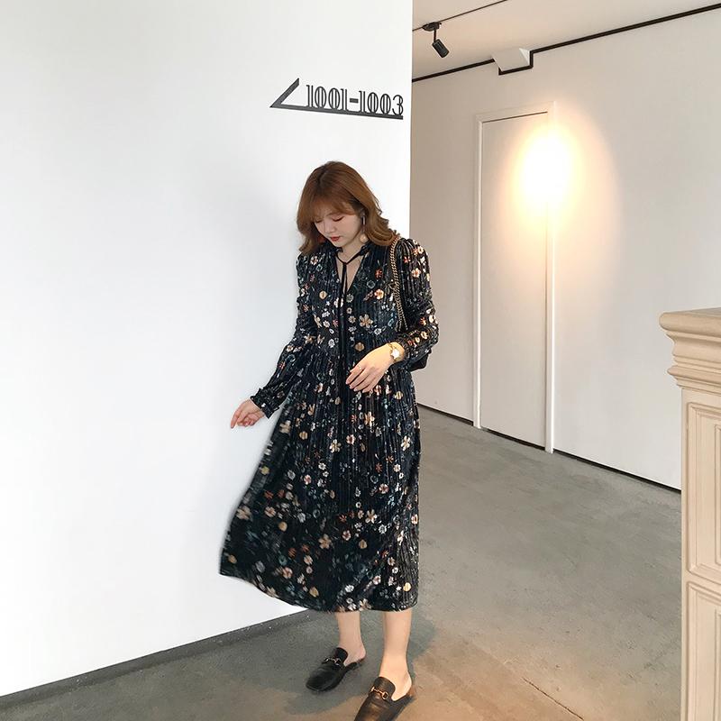 摩妮卡大码女装修身显瘦胖mm花色丝绒长袖连衣裙2018秋冬新款