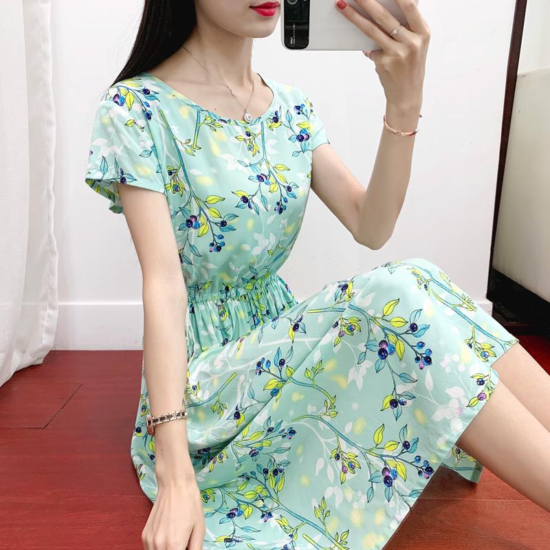 新款棉绸连衣裙女夏季中长款短袖显�C时尚碎花大摆裙人造棉沙滩裙