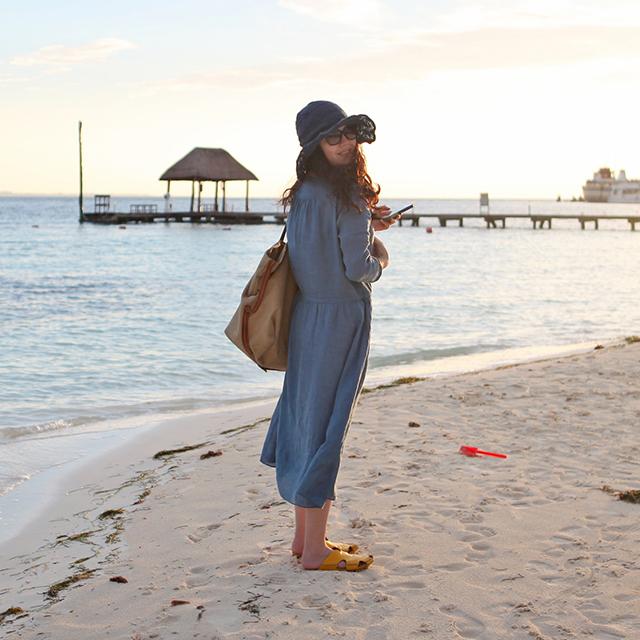 绽放141朵/蓝淼/蓝色V领系带宽松连衣裙女七分袖文艺旅行女装