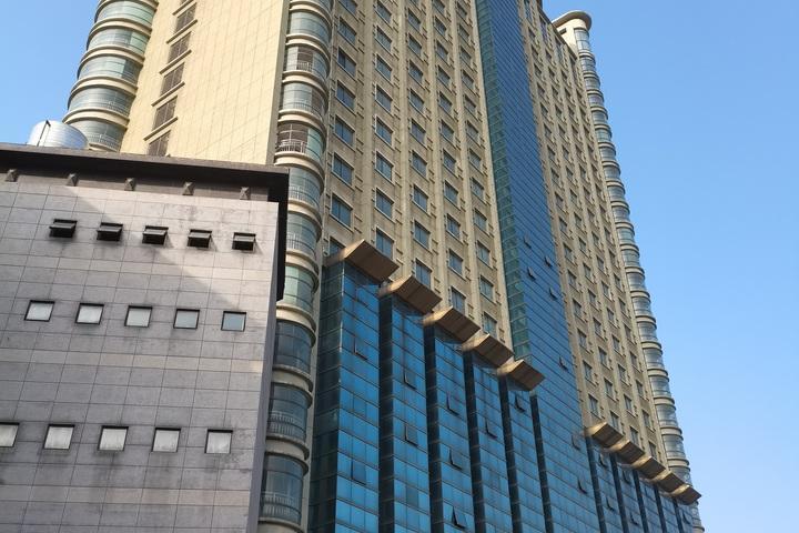 苏州市吴江区盛泽镇市场路59号2301-2303室的房地产