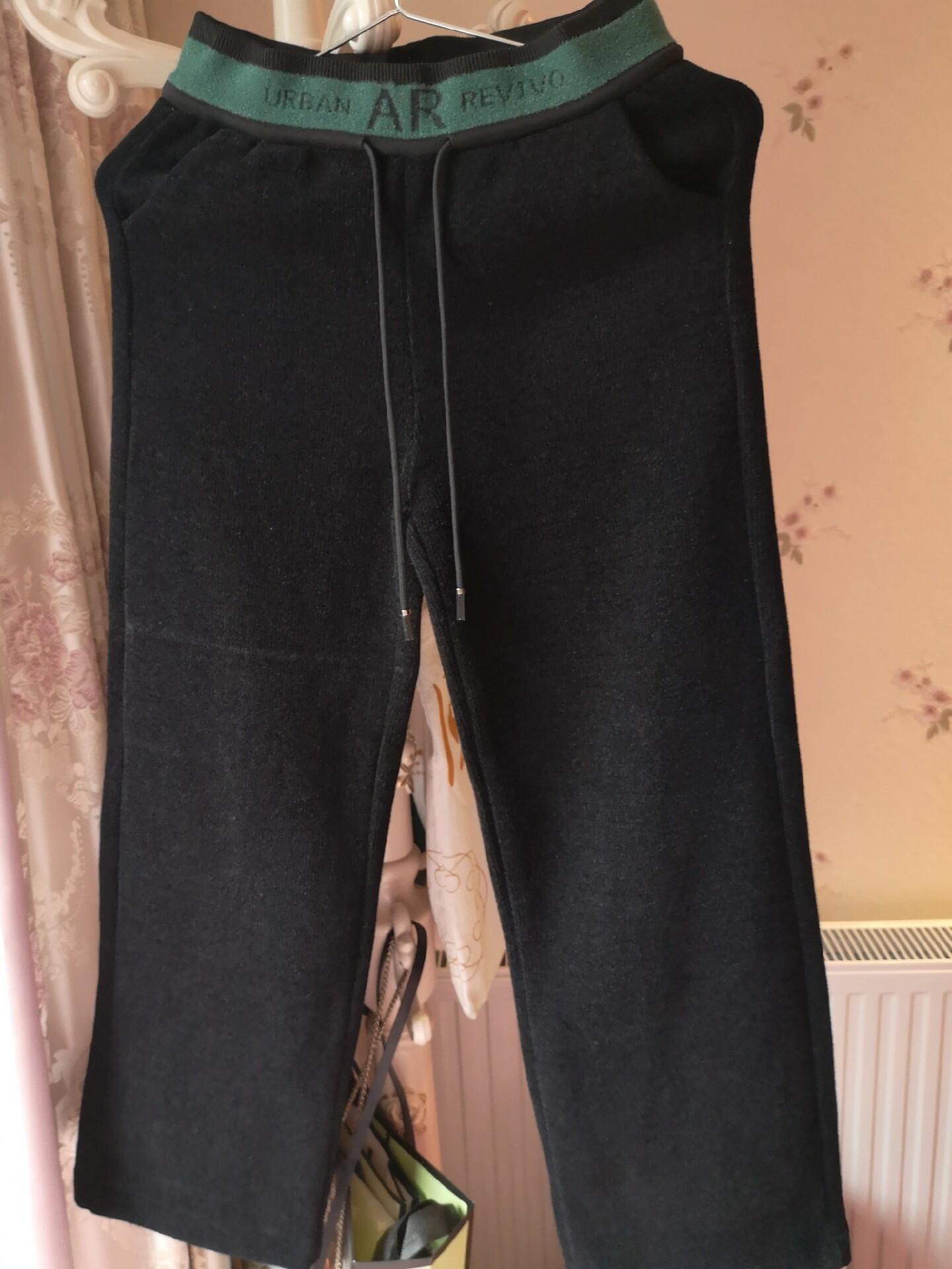 黑色加绒裤,穿一洗一。m码,110斤内都可以穿,腰间有松紧,