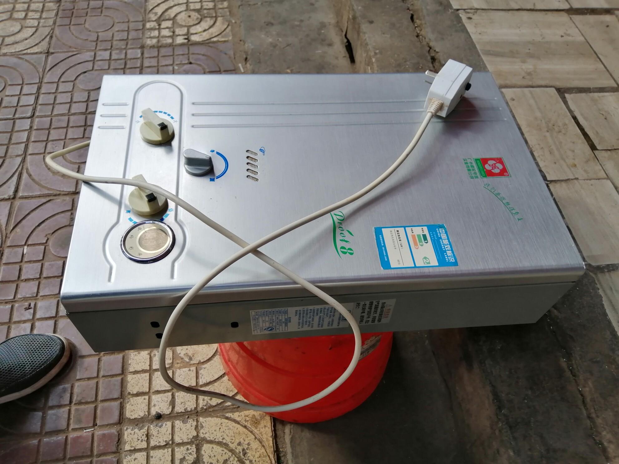 樱花天然气热水器,功能完好,便宜处理!9新,质量很好!