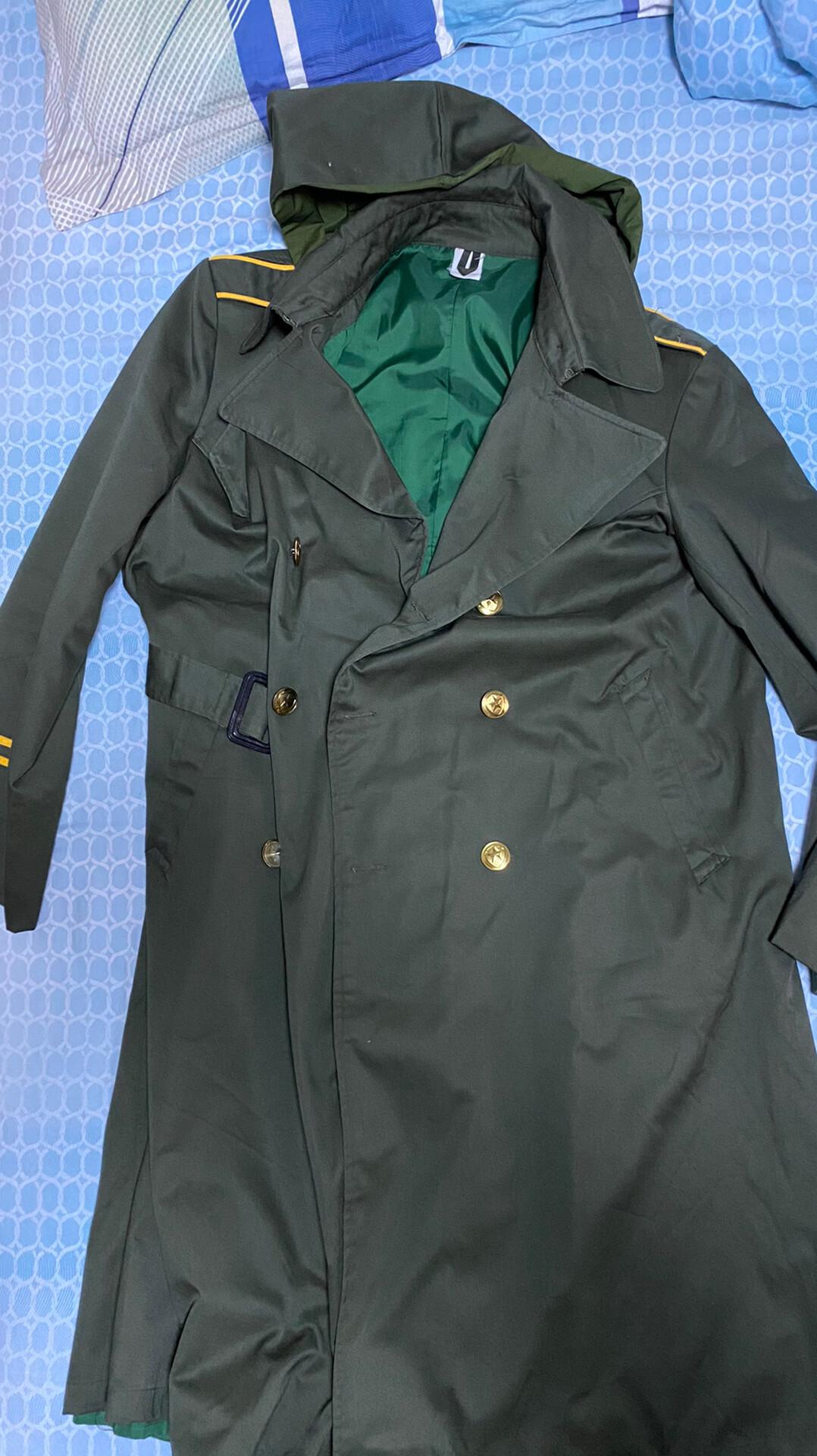 80年代带风帽的橄榄绿风衣,工安双黄线。1986年正一号。适