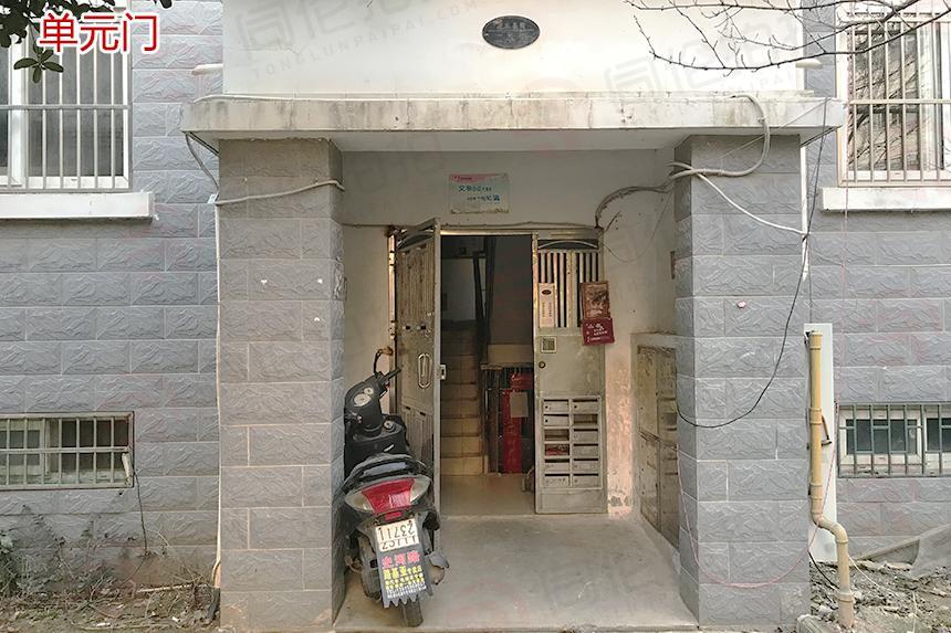 合肥市蜀山区潜山北路龙凤嘉园A区11幢104(一)室仓储用房