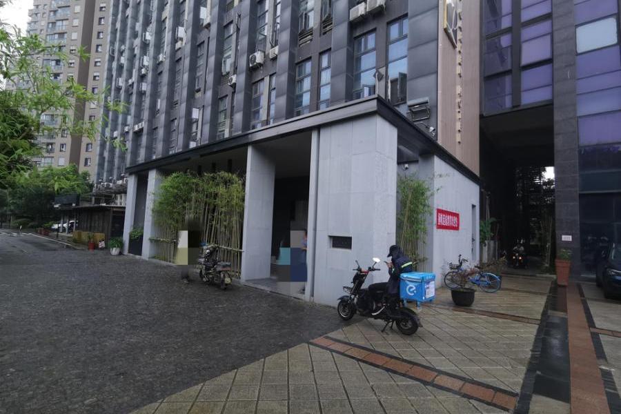 武汉市汉阳区龙阳大道116号朗诗绿色街区9栋19层15号公寓式酒店