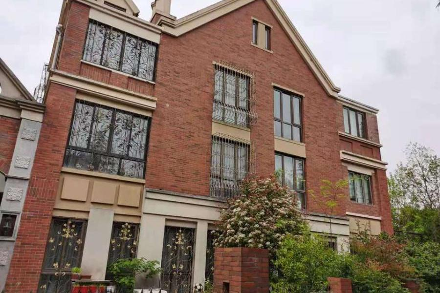 上海市嘉定区外冈镇百安公路2999弄366号房屋及屋内物品