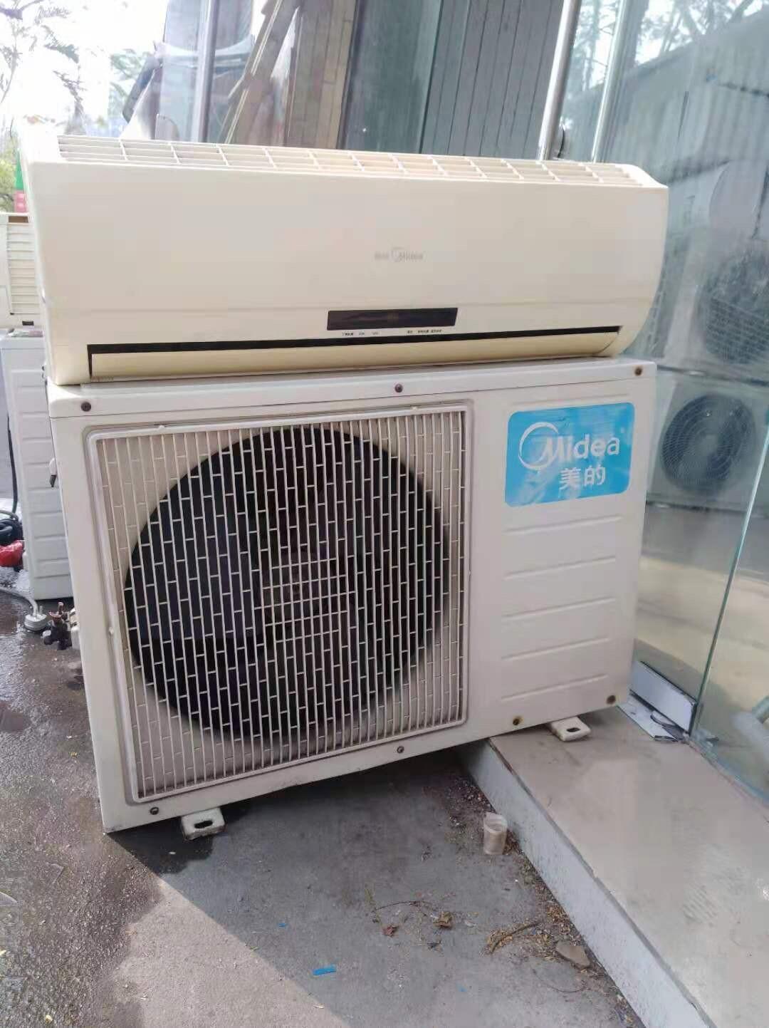 夏天了,空调便宜卖了,美的1.5p的挂机,800元,需要来拉
