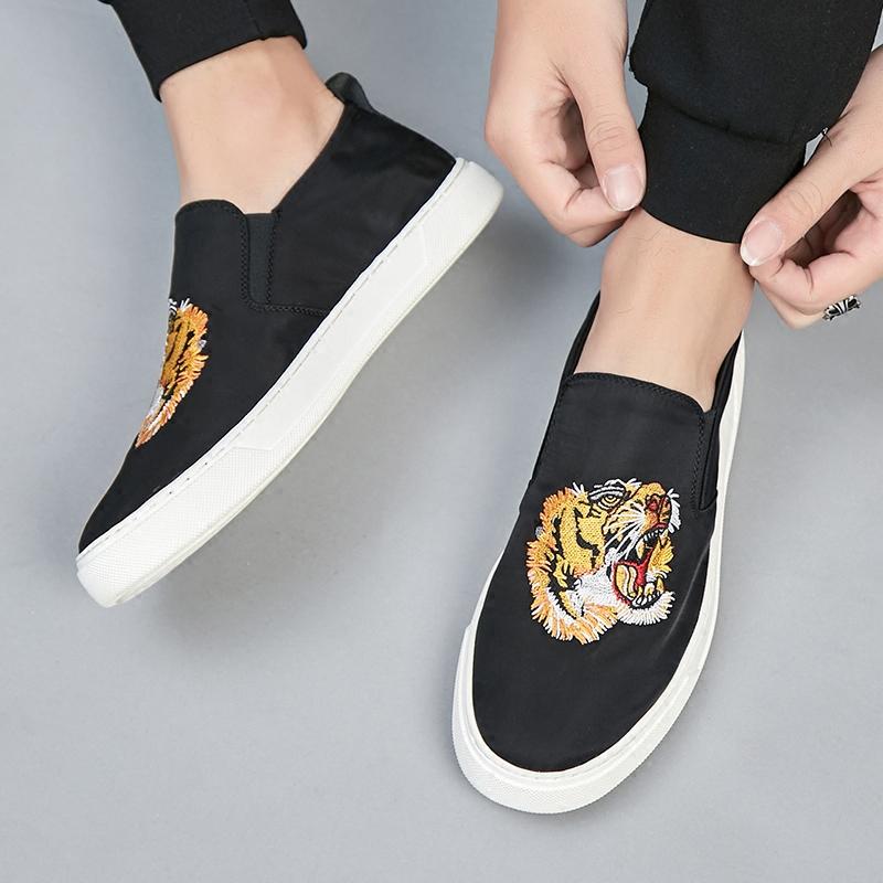 欧洲站手工乐福鞋男刺绣虎头黑色透气一脚蹬韩版潮流青年夏季板鞋