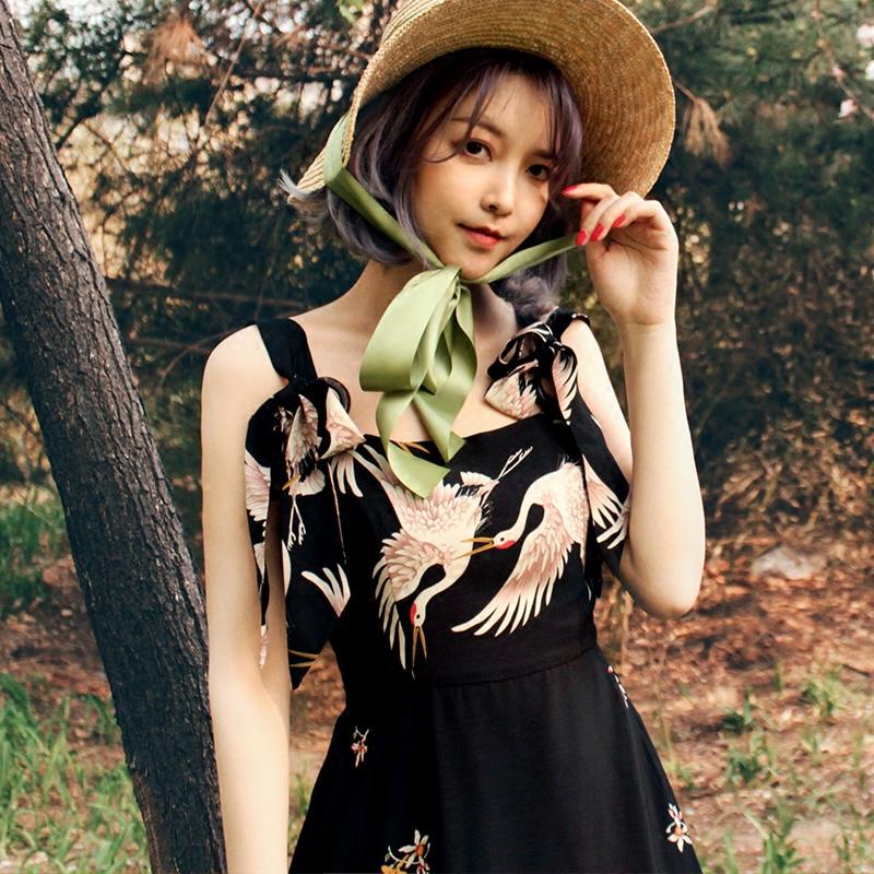 原创设计夏季新品复古仙鹤印花高腰女连衣裙木扣大摆绑带吊带长裙