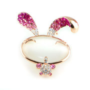 Cute rabbit brooch pink cute hand Kung Fu accessories Joker cute with clothes accessories new products package email