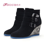Yang Jing, non authentic fashion new counters metal buckle snakeskin boots WGDS27608C