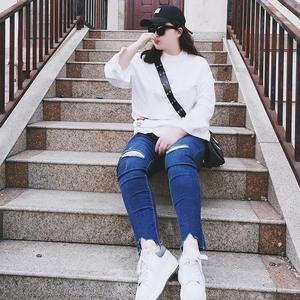 2018大码女装春装新款韩版时尚修身显瘦胖MM不规则弹力破洞牛仔裤