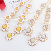 Love Japanese and Korean 2015 Europe small fresh flowers full rhinestone ladies short clavicle chain necklace jewelry