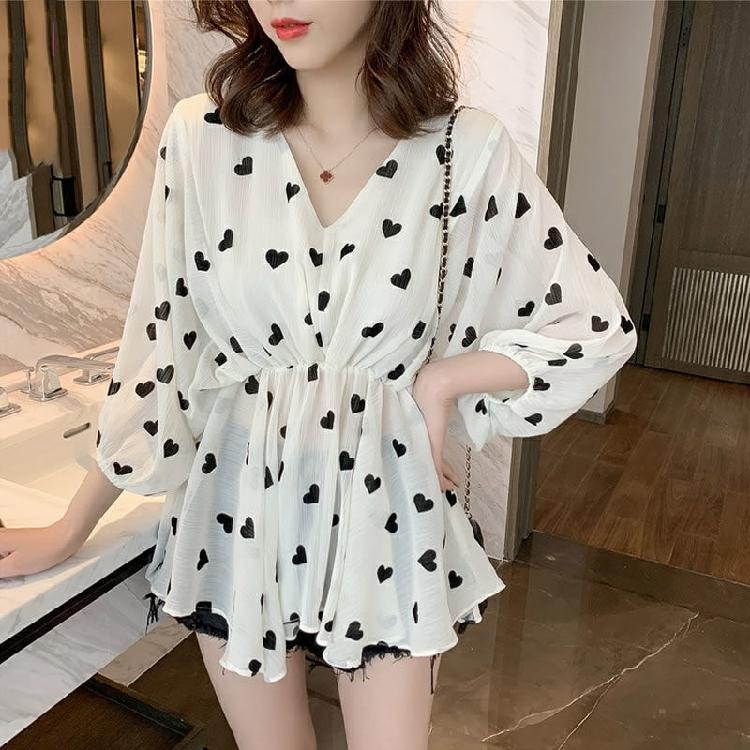 2019春夏新款韩版V领蝙蝠袖爱心印花雪纺衫女小个子收腰显瘦上衣
