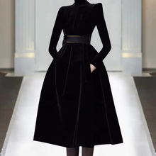 欧洲站2021th4秋季时尚wh高端女装气质黑色显瘦丝绒连衣裙潮