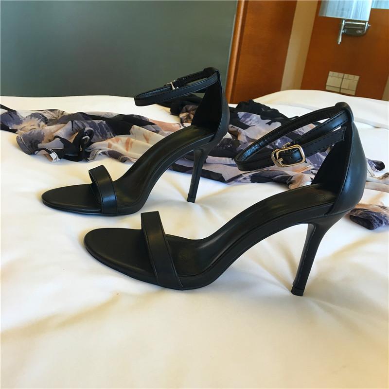 夏季外穿2018新款高跟鞋黑色33码真皮气质细跟一字扣带露趾女凉鞋