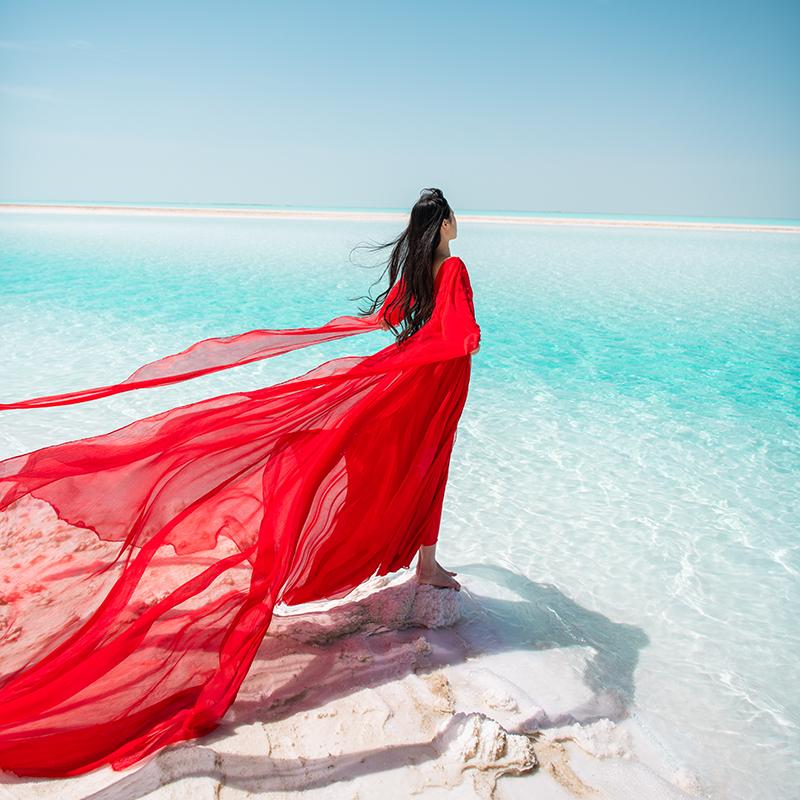 理想三旬青海新疆旅拍民族风大红色雪纺露背拖尾灯笼袖大裙摆长裙