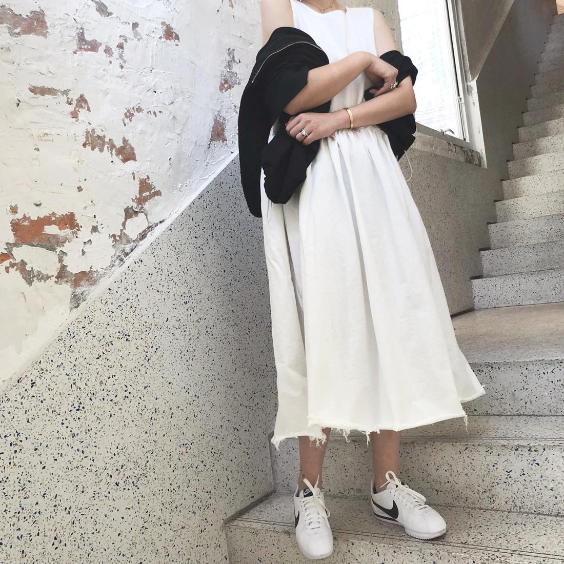 MINI2018夏季新款黑色高腰显瘦毛边连衣裙时尚中长款背心裙小黑裙